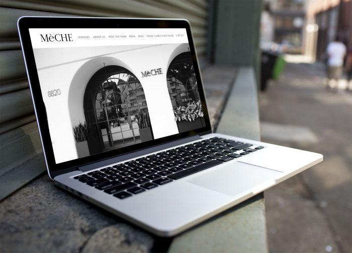 Laptop ukazujúci webstránku kaderníckeho salónu vytvorenú firmou IdeaMarketing.sk