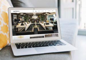 Laptop ukazujúci webstránku interierových dizajnérov vytvorenú firmou IdeaMarketing.sk